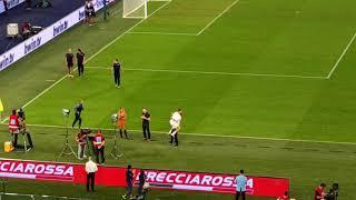 Lazio - Roma, Leiva abbraccia Parolo a fine partita
