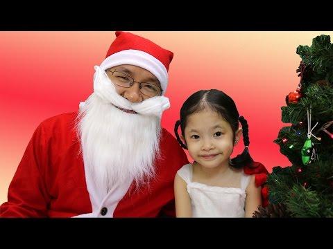 Ông già Noel tặng quà giáng sinh cho bé Trâm Anh - Bóc trứng cùng ông già Noel