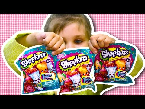 Даша открывает Шопкинсы пакетики Shopkins Unpacking