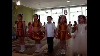 дети в детском саду поют песню про маму