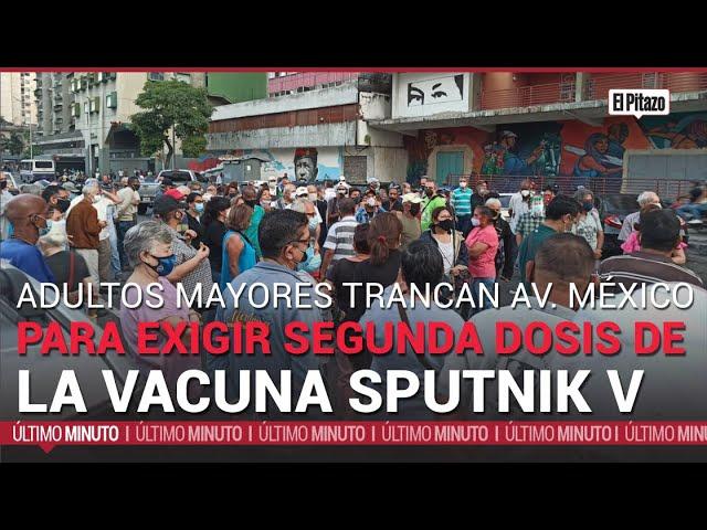 Adultos mayores trancan la Av. México para exigir segunda dosis de vacuna Sputnik V