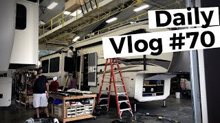 Amish Family RV Fixes Our RV!!   RVLife Daily Vlog #70