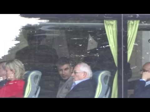 04065 - Bus Meeting - Barroso, José M. Durão - Bilderberg 2016 - 11/6/2016