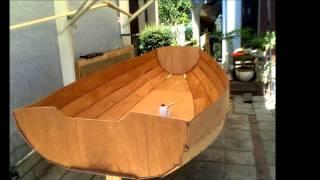 小型セーリングボートの製作過程。