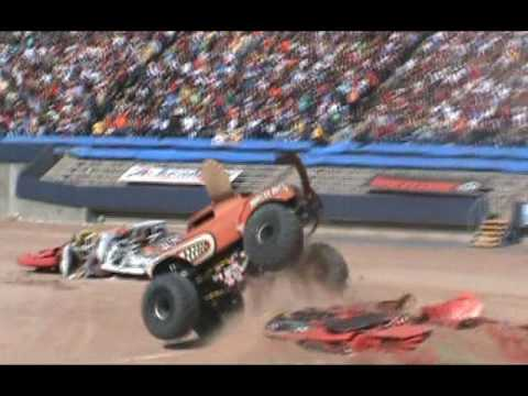 MONSTER MUTT  MONSTER JAM  - WHOS MY DADDY - EL PASO TEXAS  MONSTER TRUCK  FREESTYLE