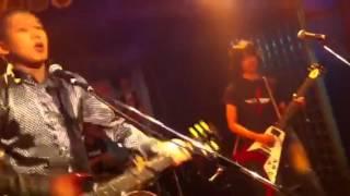 2012年8月26日、難波Meleにて行われた「湊町R&R商店街」でのライブ.