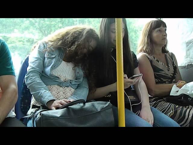 Пристроился к девушке в автобусе фото 28-740