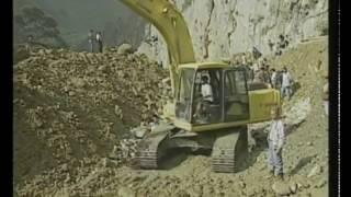 Alberto Fujimori dirigue el despeje de las carreteras
