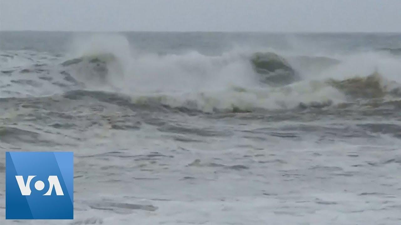 Towns Evacuate, Tourists Flee as Cyclone Fani Churns Towards Indian Northeast Coast