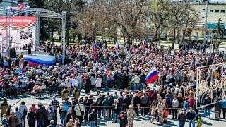День освобождения Евпатории 2015(13 апреля на Театральной площади Евпатории состоялся парад подразделений Евпаторийского гарнизона в ознам..., 2015-04-15T10:43:58.000Z)