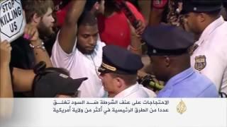 الأميركيون يحتجون على عنف الشرطة ضد السود