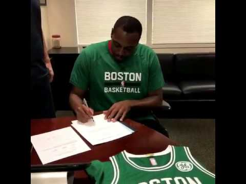 Paul pierce signs a one-day contract to retire a Boston Celtic