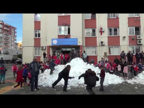 Erdemli'li çocukların karla imtihanı