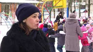У Рівному діти змагаються у будівництві снігових фортець