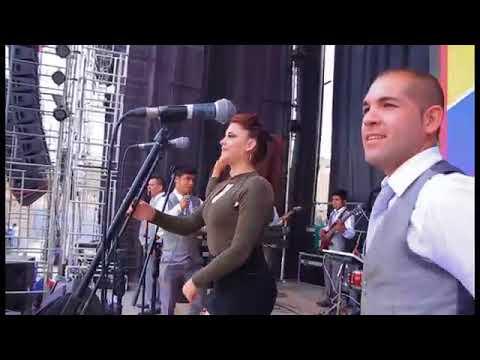 A Mi Me Gustan Mayores /  Amaya Hnos En Concierto