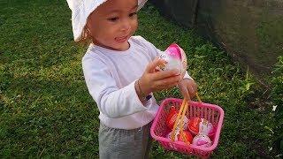 Balita Lucu Hunting kinder joy di Taman - Mencari Surprise E...