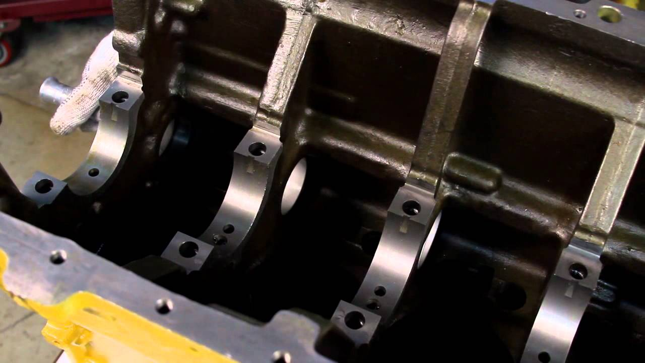 hight resolution of camshaft bearings installation