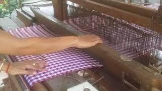 របៀបត្បាញក្រមាខ្មែរ / how to weave khmer scarf