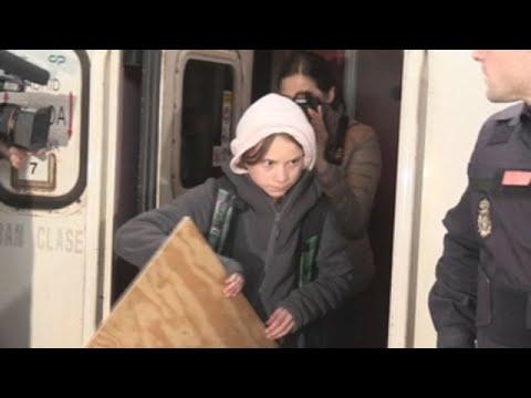 <p>La activista sueca Greta Thunberg llegó este viernes a Madrid tras diez horas de viaje a bordo del Lusitania, el tren nocturno de Renfe que enlaza Lisboa con la capital española, donde participará en la Marcha por el Clima de esta tarde.</p>