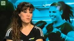 Kehään palaava Eva Wahlström  Lapsi kymmenpäiväisestä mukana nyrkkeilysalilla