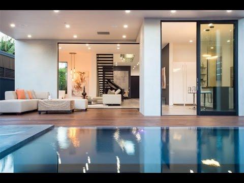 Savvy Modern Residence in Los Angeles, California