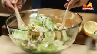 Салат айсберг с куриной грудкой и заправкой из козьего сыра с лимоном