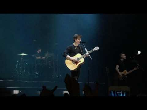 Shawn Mendes - intro + There's nothing holding me back - live in Ziggodome Amsterdam 1/5/2017