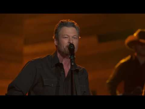 Blake Shelton – Honey Bee (Live on the Honda Stage at the iHeartRadio Theater LA)