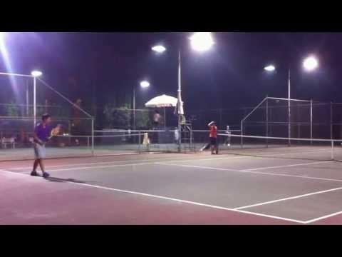 Thắng Bò giao bóng