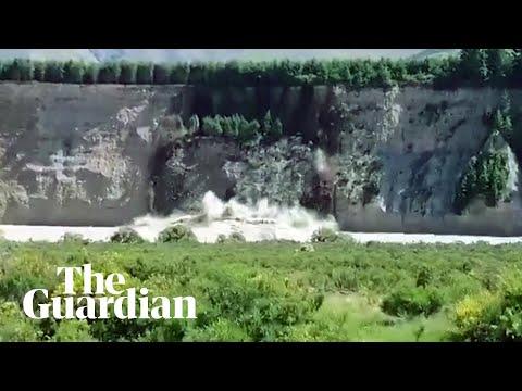 Floods and landslides leave 1,000 tourists stranded in New Zealand