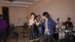 Ny Monineath and Keo Veasna singing Romvong in Austin Texas