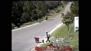 Repeat youtube video Kinh dị chết người với xe chở quá tải -diendantrithuc.hnsv.com