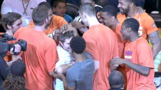Repeat youtube video The Suns Congratulate a Fan That Hit a $77,777 Halfcourt Shot!