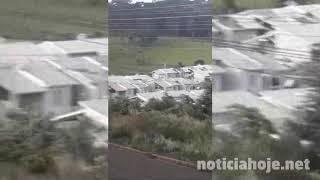 Vídeo mostra residências sendo destruídas por vendaval, em Caçador