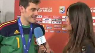 Iker Casillas kisses  Sara Carbonero