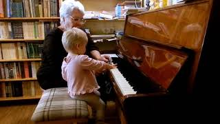 Урок музыки с Ярославой. Возраст 1 год 6 месяцев.