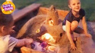 Строим замок-маяк из песка, который светит ночью. Sand castle with candles(Сегодня сестрички Алиса и Карина решили построить большой песочный замок со светящимися окошками. Смотрит..., 2015-12-07T08:45:39.000Z)