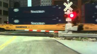 MTH CROSSING GATES UP ES44ACCCTE Intermodel train