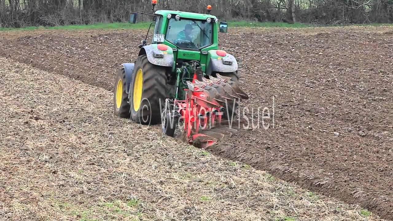 Labour D Hiver Avec Tracteur Et Charrue Reversible Cinq Socs