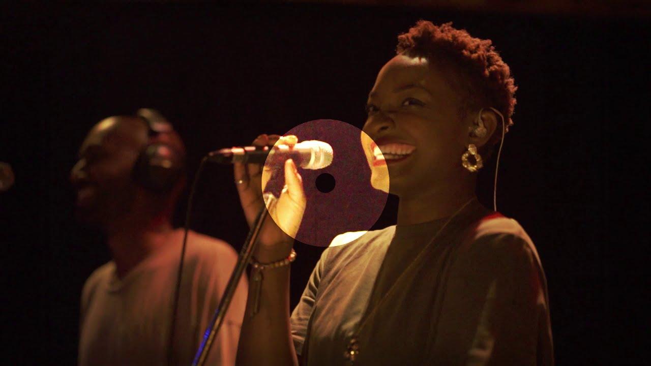 Download Take it easy (Live Video) - Sade Awele