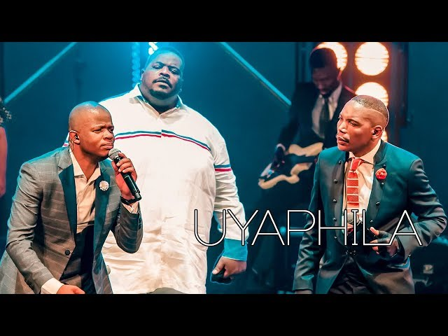 Friends In Praise featuring Sipho Ngwenya - Uyaphila