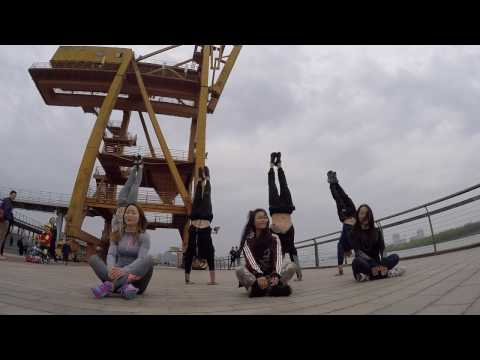 Xuhui Riverside Handstands and Slacklining | Shanghai Calisthenics