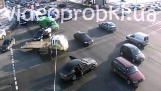 ДТП в Киеве: внедорожник протаранил BMW(, 2016-01-24T09:34:17.000Z)