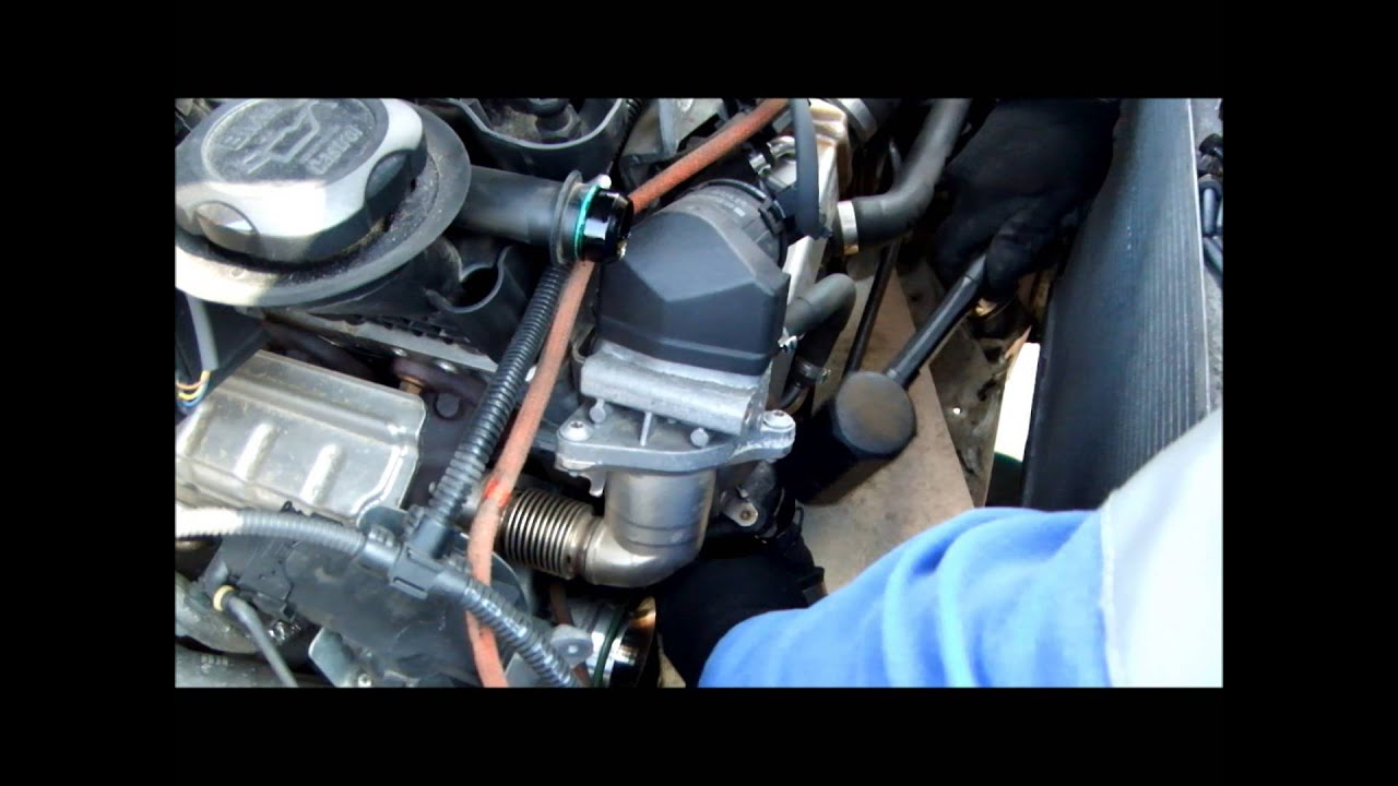 How to Replace BMW 120d E87 Water Pump on N47 Engine - YouTube