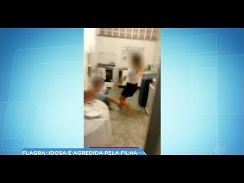 Vídeo flagra jovem agredindo a própria mãe idosa