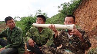 Lên rừng thử thách chú anh ăn lõi chuối rừng | Hoa Ban Tây Bắc