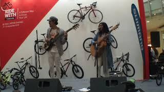 Endah N Rhesa - Liburan Indie (Live @ Mal Artha Gading)