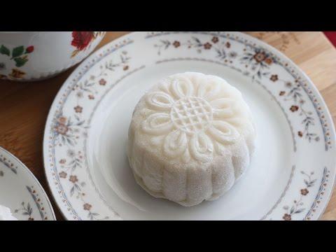 Banh Deo Nhan Dau Xanh (Snow Skin Mooncake with Mung Bean)