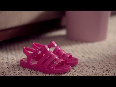 afba9f58baca Grendene Kids   Barbie Casa de Praia - YouTube