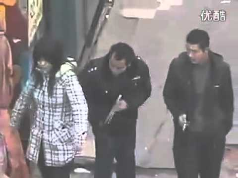 Gang in China pickpockets with chopsticks
